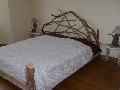 Lit en bois flott boutique for Achat branche bois